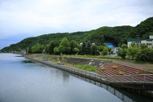 午前7時 網走川と河川敷