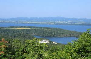午前7時 天都山から見た網走湖