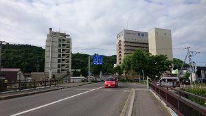 午前7時 新橋と駅前方向
