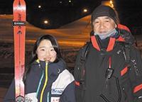 横山さんと指導する市原チーム監督(北見若松市民スキー場で)