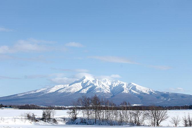 作品名『斜里岳綺麗だった』北見のピーちゃん 斜里岳のワンショットです。北見に戻ってきて、はや2年。札幌から友人達が押しかけ知床で一泊。40年ぶりの知床は、週末の天候もよく最高でした。やっぱり北海道はいいですね〜。