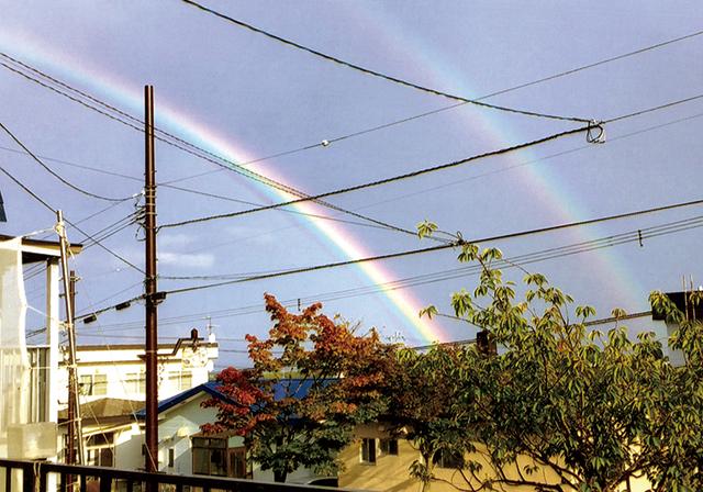 作品名『ダブルの虹』網走市・女性 雨あがりにふと空を見上げたら、ダブルの虹がかかっていました。2歳の娘も大喜びでした。