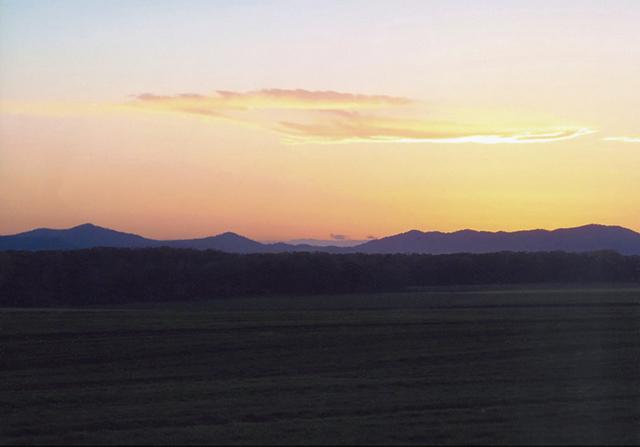 作品名『深秋』フィッシャーマン 収穫を終えた畑におだやかな時間が流れていきます。撮影地=北見市常呂町岐阜