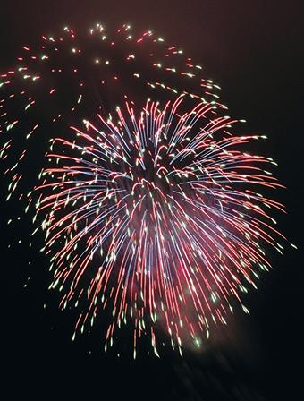 作品名『花火大会』ナオミ 天候が微妙でしたが、なんとか綺麗な花火を見ることが出来ました!来年も楽しみ☆